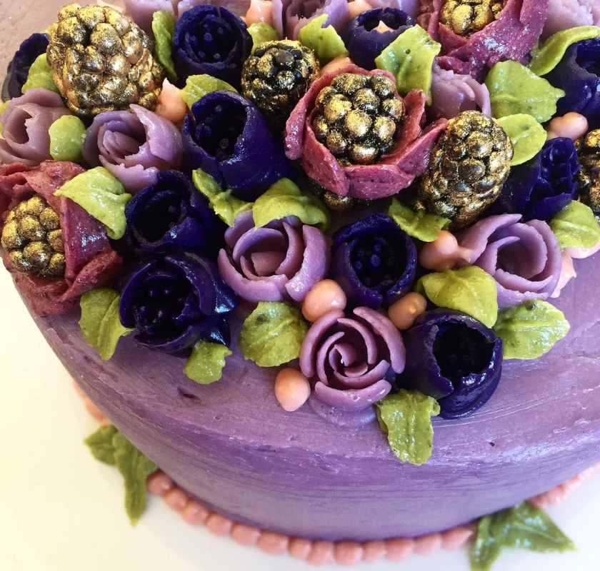 Tårta dekorerad med ryska tyllar